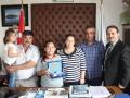 Kızılyaka ilkokulu Müd. Ali Madan Ekmek İsrafı ile İlgili Şiir Yarışmasında Türkiye 1'incisi Ceren Köklüce, Ailesi Medine Köklüce , Yılmaz Köklüce