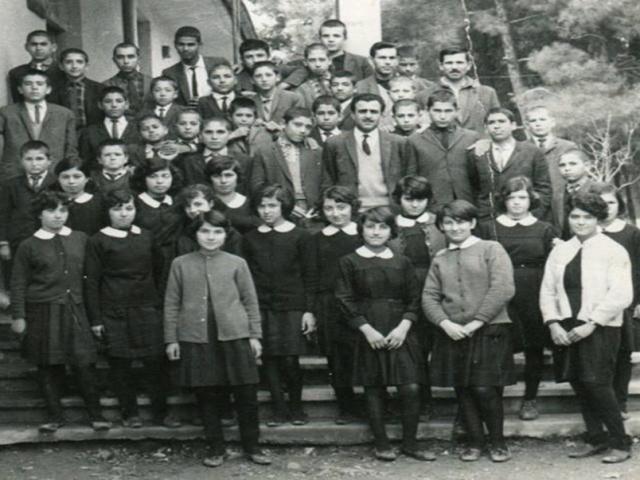 1966 yılı Ula Orta Okulu. — Mehmet Yiğit, Mehmet Çoban, Halil Kocaman, Sema Halil Acar, Lütfü Akalın, Şevket Kuzgun, Ali Demirbaş, Kemal Gökovalı, Hüseyin Harup, Suat Ünlü, Ali Arslan, Hüseyin Şencebe, Necmi Yeşilyurt ve Mustafa Yamasan, Leyla Keçeci (Şancı), Aytekin Yapıcı, Neşe Fındıkoğlu